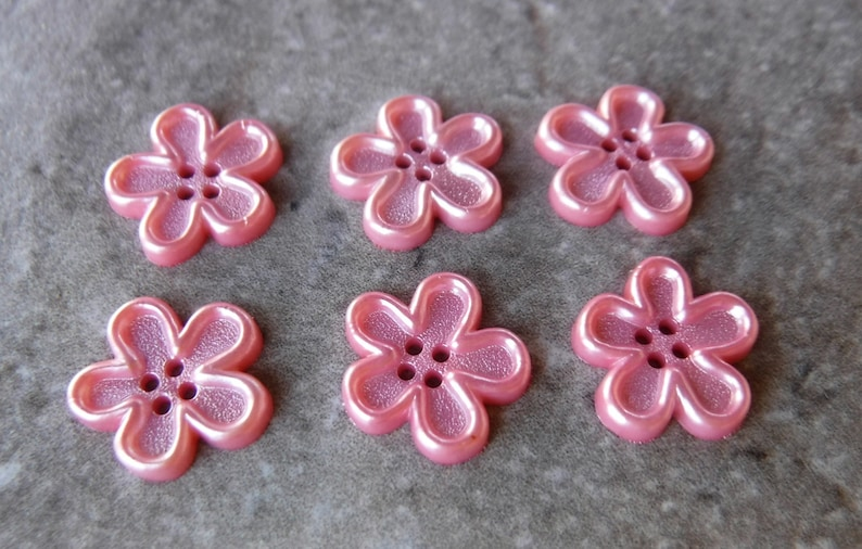 6 Bright Pink Pearl Flower Buttons Size 916