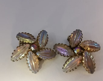 Beautiful Pearlescent flower clip on earring, vintage!