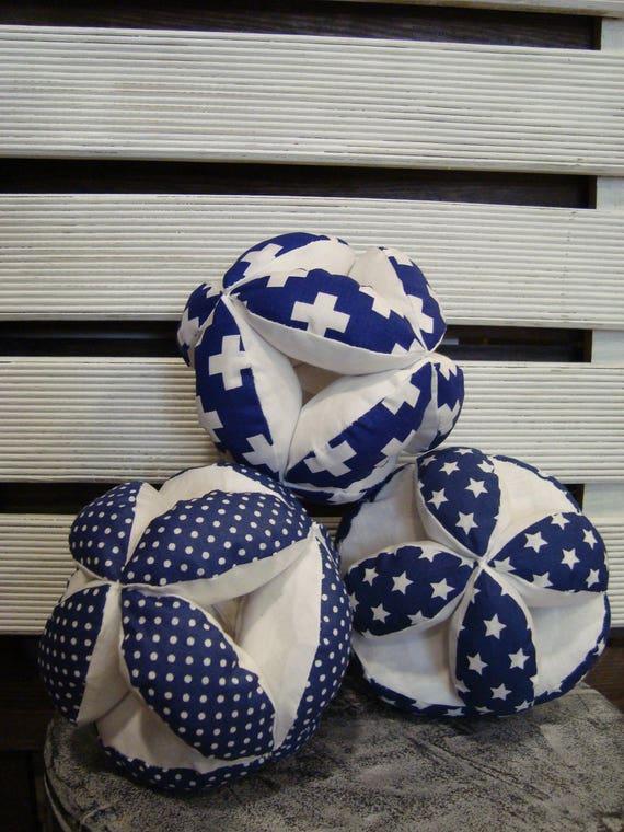 Balle de puzzle bleu marine, Montessori bébé jouet, tissu plus signes boule, boule bleu marine à pois, boule bleu marine étoiles, chambre d'enfant bleu marine