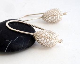 Silver filigree drop earrings // dangling lattice work earrings // silver filigran droplets // gifts for her
