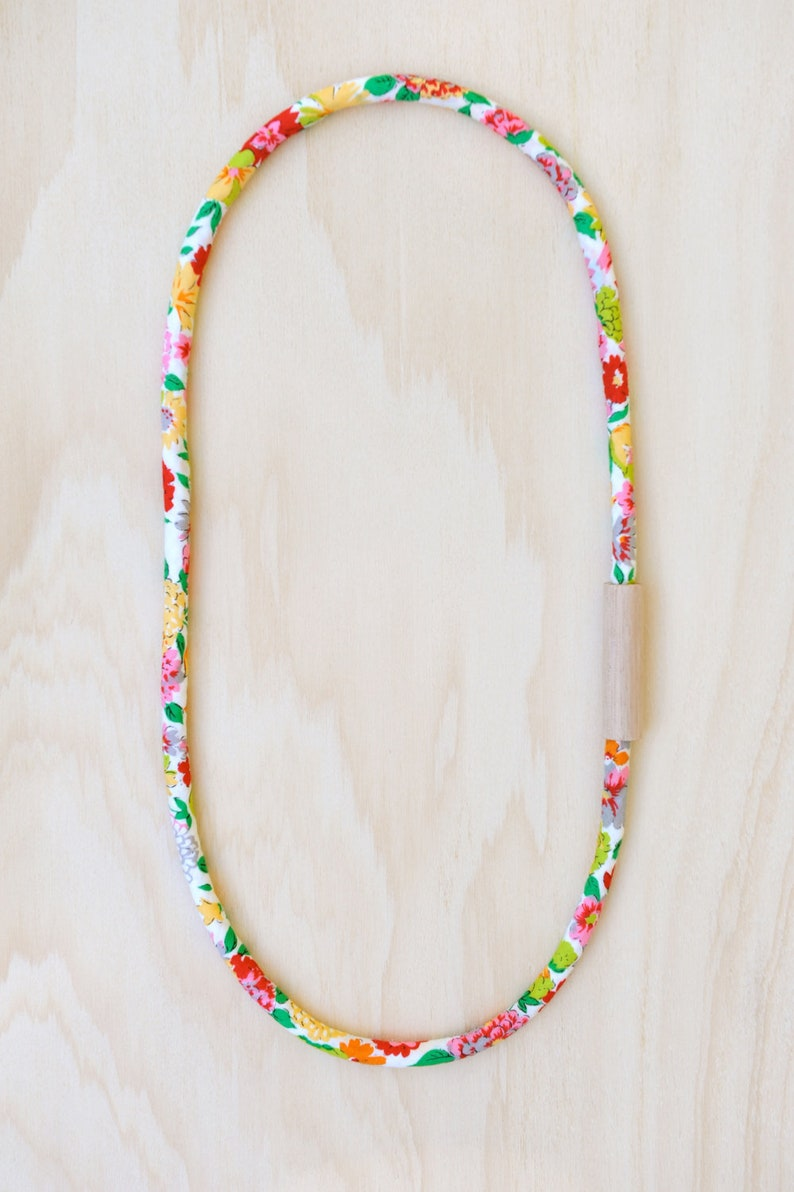WOOD and COTTON Fabric Necklace in Floral Print image 0