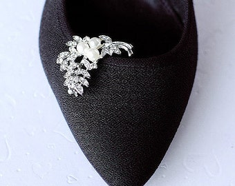 Bridal Shoe Clips Pearl Crystal Rhinestone Shoe Clips Wedding Party (Set of 2) SC017LX