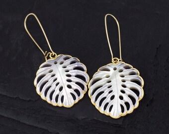 Boho White Shell Earrings, Mother of Pearl Statement Earrings, Tropical Monstera, Summer Earrings Gold Dangle, Banana Palm Leaf Gift for Her