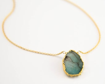 Raw Emerald Necklace, May Birthstone Jewelry, Gemstone Slice Pendant Necklace, Layered Necklaces, Boho Jewelry, NK-VS