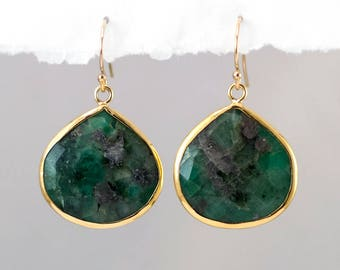 Raw Emerald Earrings Gold, May Birthstone Earrings, Jewelry Trends, Green Stone Earrings Dangle, Semi Precious Stone, Statement Earrings