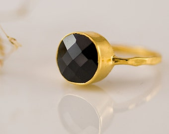 Black Onyx Ring, Round Gemstone Ring, Stacking Ring, Onyx Jewelry, Black and Gold, Modern Ring, Minimalist, Faceted Stone Ring, RG-RD