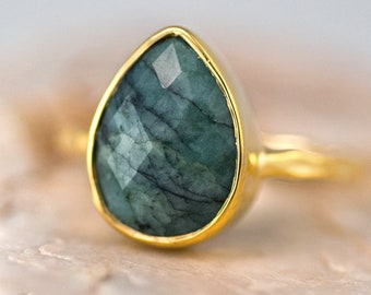 Raw Emerald Ring Gold, May Birthstone Ring, Tear Drop Solitaire Ring, Gemstone Ring, Stacking Ring, Raw Gemstone Ring, Gift for Her