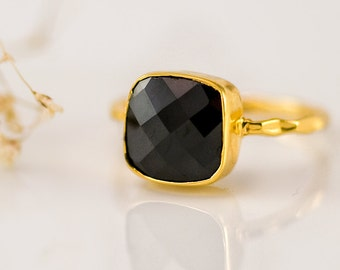 Black Onyx Ring Gold, Black Stone Ring, Cushion Cut Ring, Solitaire Ring, Stackable Ring, Statement Ring, Bezel Ring, Gift for Mom, RH-SQ