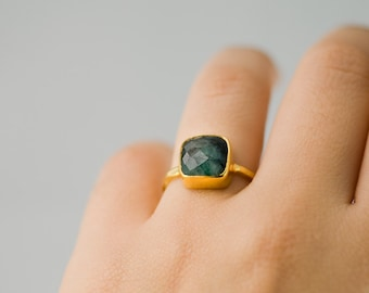 Raw Emerald Ring Gold, May Birthstone Ring, Solitaire Emerald Ring, Gemstone Ring, Stacking Ring, Cushion Cut Ring, Raw Gemstone Ring