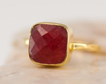 Ruby Ring Gold, July Birthstone Ring, Gemstone Ring, Stacking Ring, Solitaire Ring, Cushion Cut Ring, Mothers Ring, Cocktail Ring