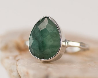 Raw Emerald Ring Silver, May Birthstone Ring, Gemstone Ring, Stacking Ring, Sterling Silver Ring, Tear Drop Ring, Raw Gemstone Ring, RG-PB