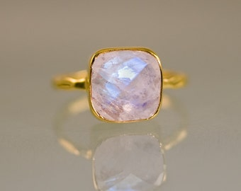 Rainbow Moonstone Ring Gold, June Birthstone Ring, Gemstone Ring, Stacking Ring, Bezel Ring, Statement Ring, Unique Ring