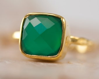 Green Onyx Ring Square Gold - Green Stone Ring - Gold Ring - Bezel Set Ring - Statement Ring - Cushion Cut