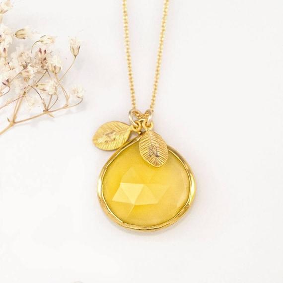 Pendant with yellow stone