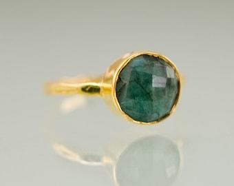 Raw Emerald Ring Gold, May Birthstone Ring, Raw Gemstone Ring, Solitaire Ring, Stacking Ring, Gold Ring, Round Stone Ring, Boho Ring