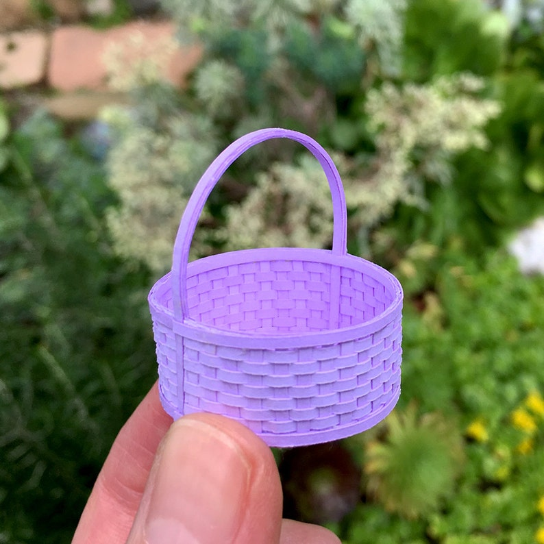 Round Basket with Handle Kit 1:12 Scale Miniature image 0