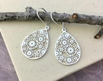 Sterling silver teardrop lace filigree dangle, Boho earrings, 925 silver ear wire, everyday Bohemian jewelry E471
