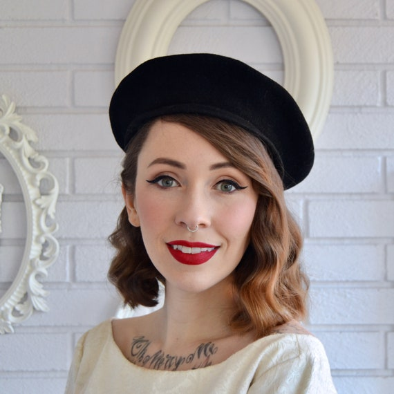 Vintage Classic Black Wool Beret with Top Knob