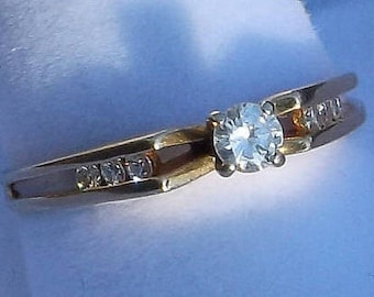 Gorgeous Solid 18K Yellow Gold Diamond Ring size 6 1/2