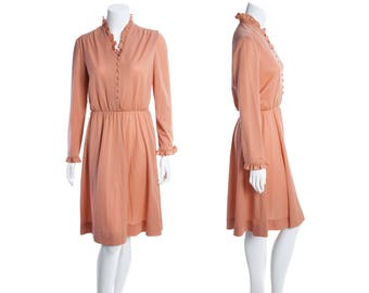 1970s peach pink vintage day dress with ruffle collar -- frilly edge trim lounge dress -- button down dress -- size medium