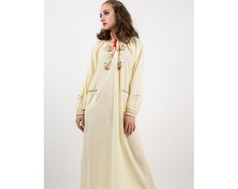 Vintage nightgown / 1970s pale yellow embroidered peasant style nightgown M L
