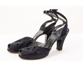 1940s peep toe platform pumps / Vintage navy suede cutout heels with ankle straps / 8