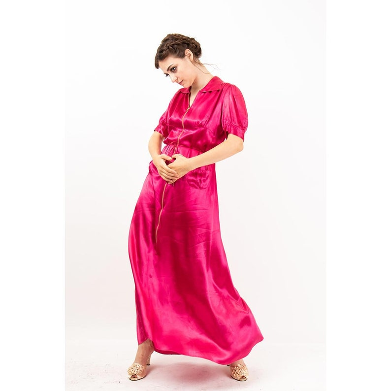 1930s satin dressing gown / Vintage raspberry pink zip front image 0