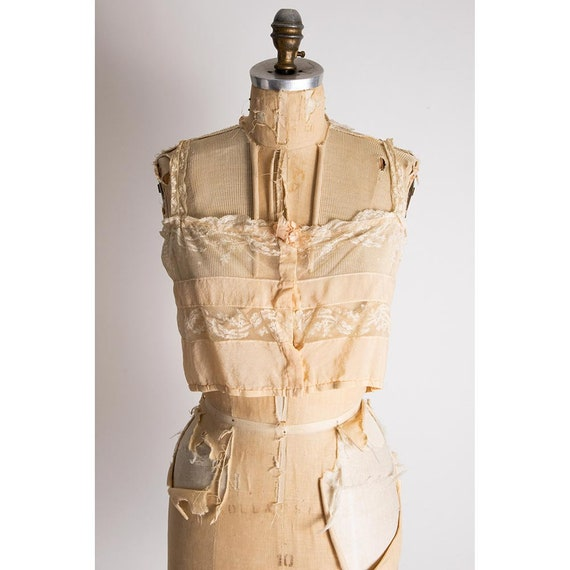 Vintage silk and lace camisole top / 1920s pale p… - image 3