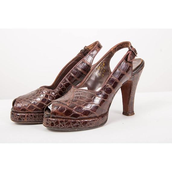 1940s platform pumps / Vintage alligator leather p