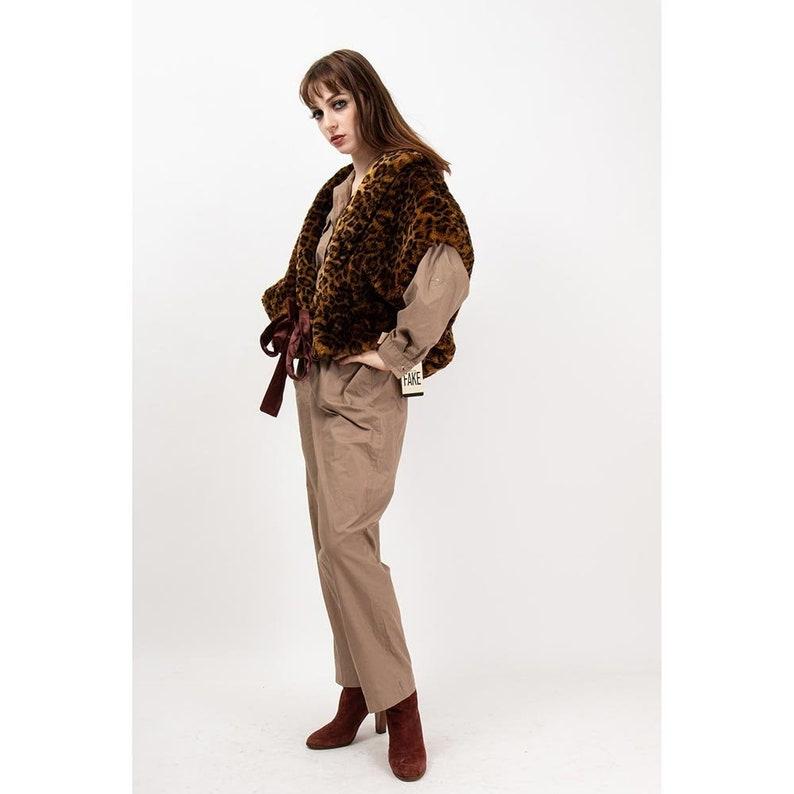 Vintage leopard print faux fur cropped vest / 1980s plush image 0