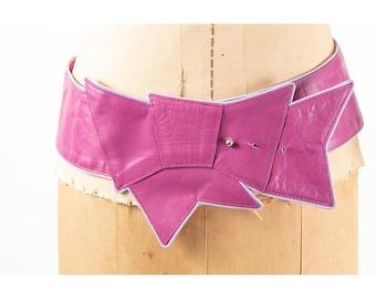 Vintage wide leather trompe l'oeil bow belt / 1980s radiant orchid purple hip belt / S