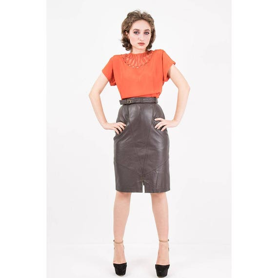 sélection premium c8cce fe16d Jupe en cuir vintage / 1980 s beurre doux cuir jupe crayon / taille haute  longueur avec ceinture et poches genoux / XS