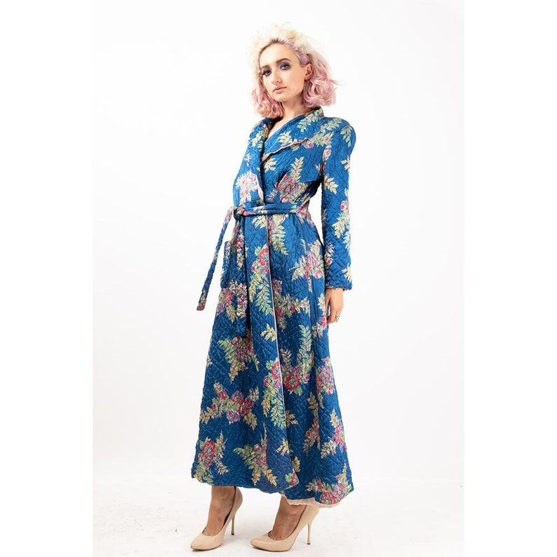 1940s quilted satin robe / Vintage floral print full length image 0