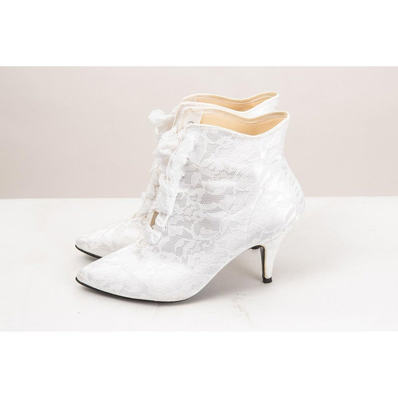Vintage white lace up granny boots / 1980s pointed toe spike image 0