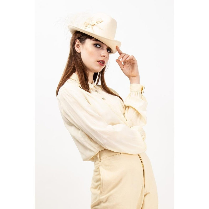 Vintage white wool felt fedora / 1960s cream white narrow brim image 0