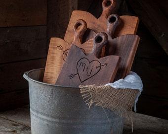 Maquette personnalisée, planche à découper sur mesure, noyer sculpté Conseil, service Conseil, cadeau de Shower de mariage personnalisé