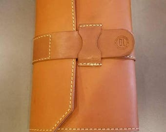 3 Pocket Full Grain leather Cigar Case with Leather strap closure.