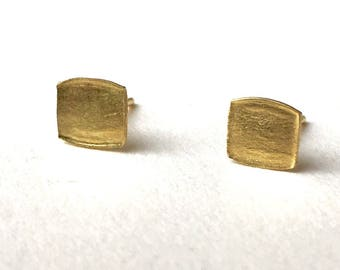 18 ct gold organic shape square textured earrings with burnished edges - wedding jewelry - birthday present - anniversary gift - unisex