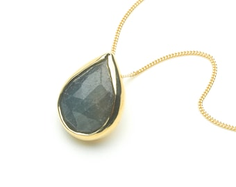 Faceted blue grey rough sapphire and 18 ct gold pendant necklace - Christmas Gift - Birthday Present - Anniversary present - Yoga Om
