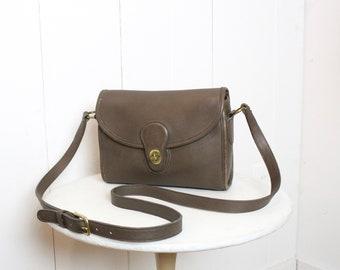 c44a623090d4 Vintage Coach Bag    Devon Bag Leather Messenger 9908    Taupe Tan  Crossbody Bag