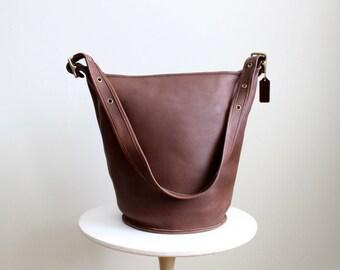 c66101081ac3 Vintage Coach Duffle Bag 9085    XL Bucket Bag Mahogany Tan    Feed Sac Tote