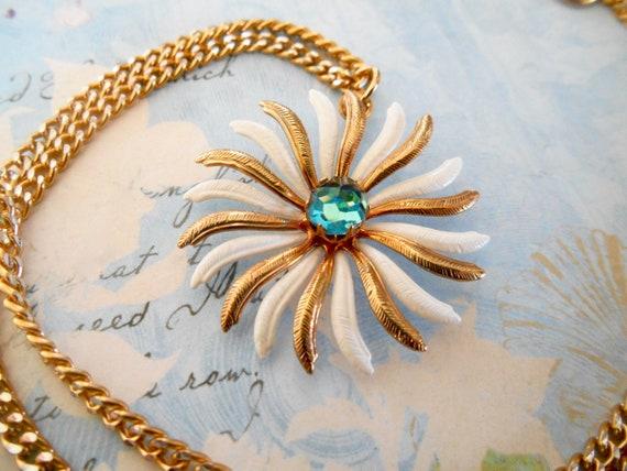 Daisy Pendant, Daisy Flower, Vintage Daisy Flower