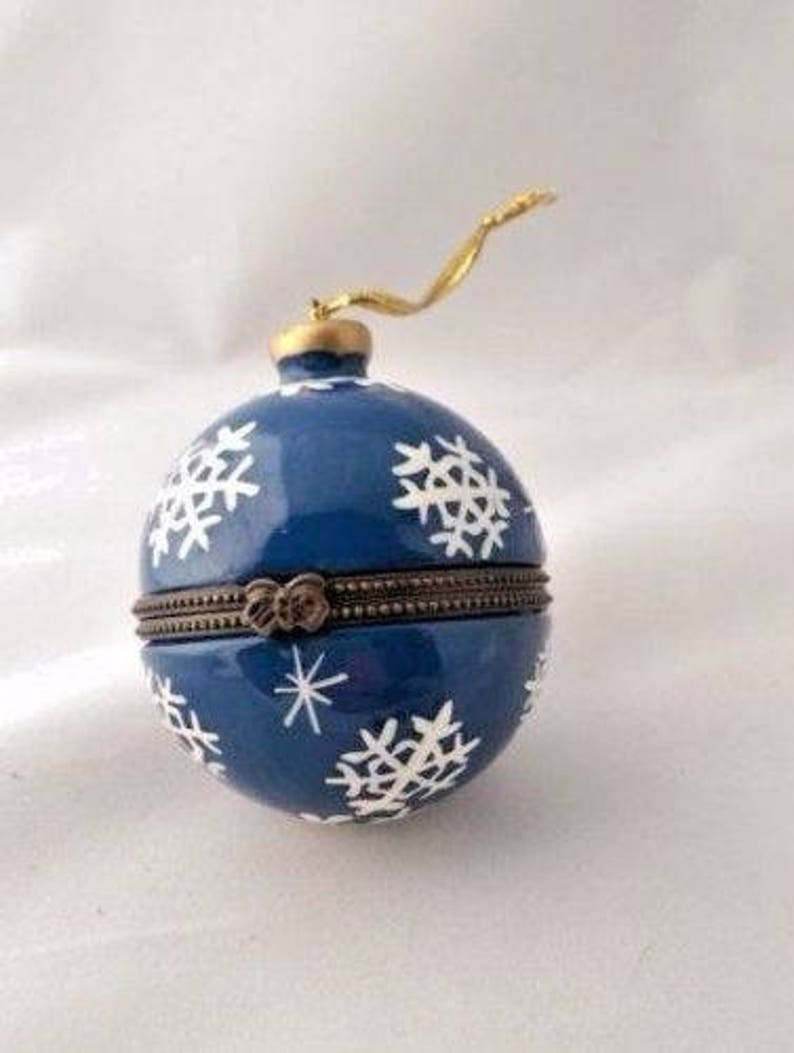 Blue Snow Flake Openable Bauble Trinket Box For The Christmas Tree