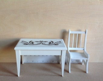 Dollhouse Miniature Table and Chairs