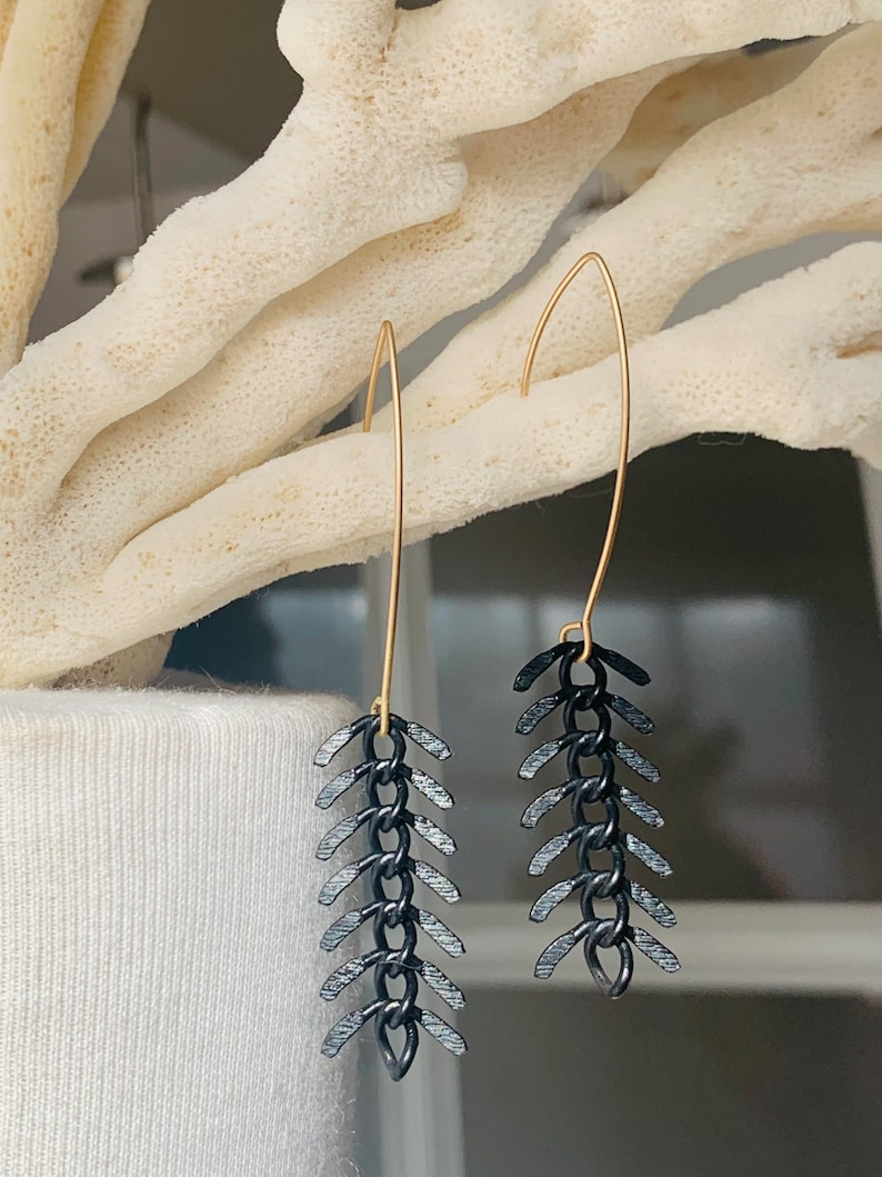Minimalist black Fishbone and Matte Gold Sculpted Earrings