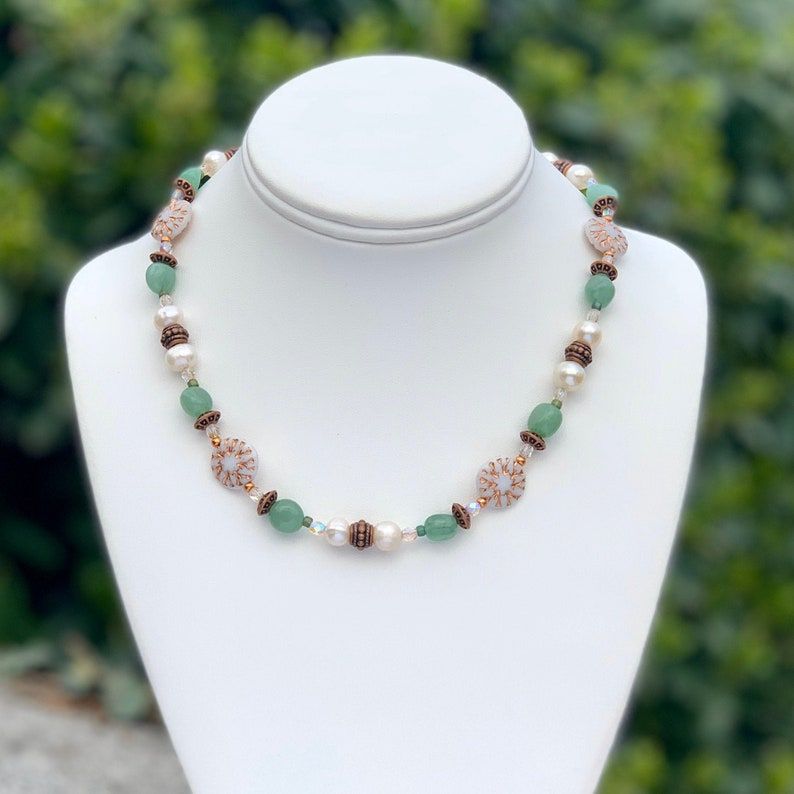 Freshwater Pearl and Green Aventurine Beaded Necklace. Peach image 0