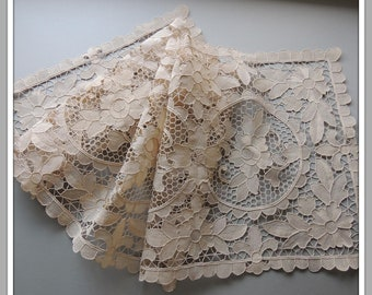 """SHABBY~Vintage Princess Lace Table Runner Dresser Scarf Ecru French Long 52/"""""""