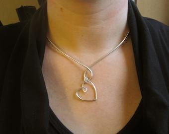 925 Sterling Silver V Dangle Heart Necklace Collar