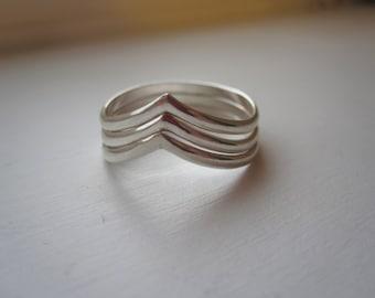 925 Sterling Silver Triple V Ring
