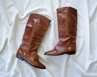 6c47033e0 flat brown leather boots | vintage Aigner boots | US 6.5 EU 37
